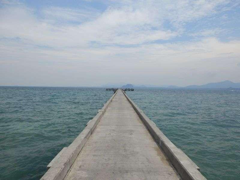 der Pier in Richtung Meer gesehen